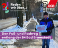 """Ralph Baum auf Fuß- und Radweg in Bad Bramstedt mit """"Hier muss investiert werden""""-Schild."""